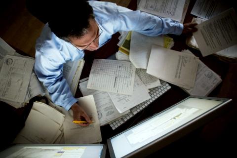 ВЮгре 2-х  служащих  департамента экономразвития подозревают вкоррупции