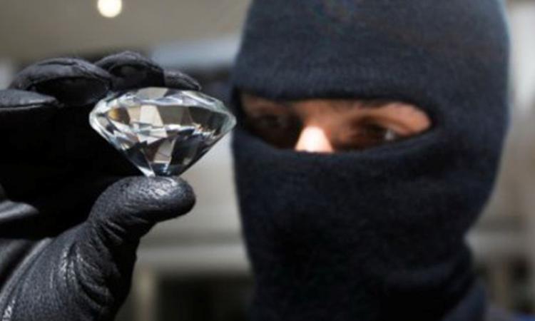 Охранник ювелирного магазина вХМАО отпугнул преступников молотком
