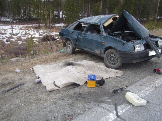 ВНижневартовске Тойота врезалась вЛЭП  шофёр умер, два человека пострадали