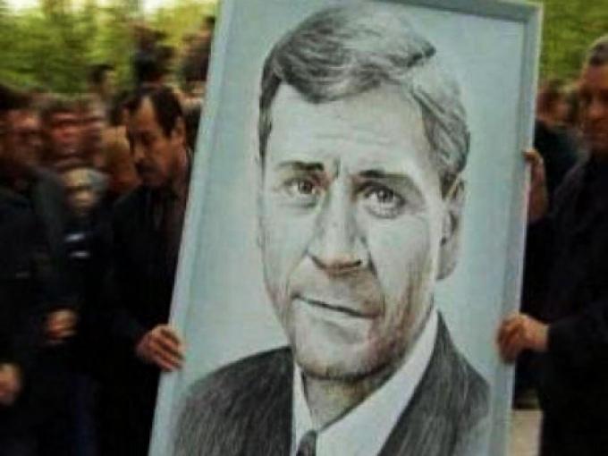 ВНефтеюганске прошли акции памяти главы города Владимира Петухова