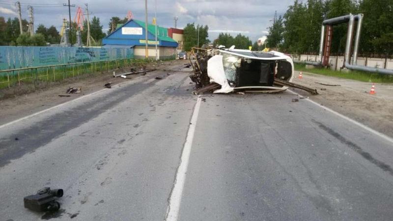 ВСургутском районе дорожное ограждение насквозь прошило иномарку
