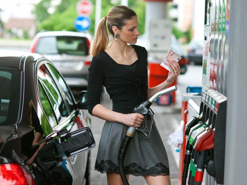 Цены набензин идизтопливо прибавили по2 копейки