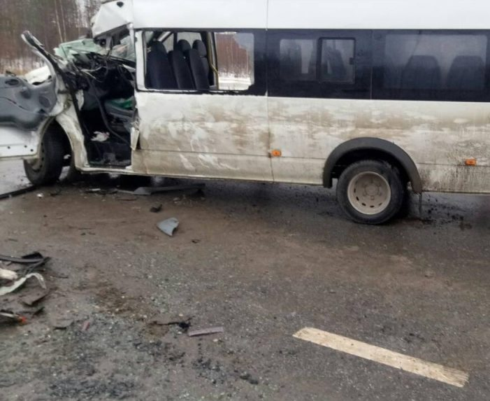 Вдвойном ДТП натрассе вЮгре пострадали 4 пассажира автобуса