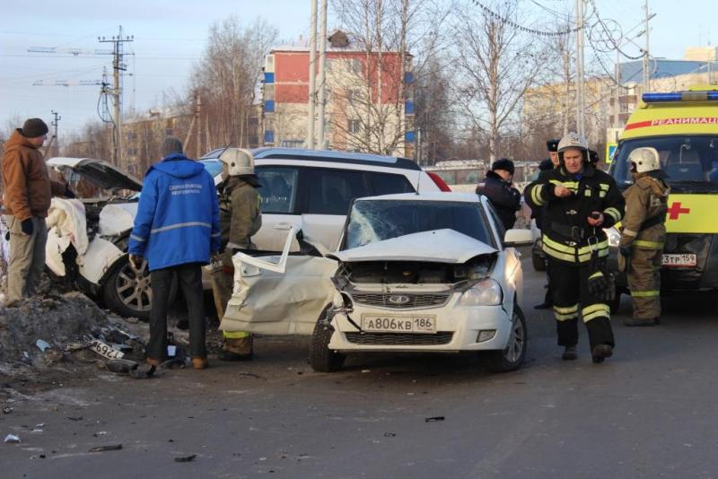 В итоге жуткого ДТП вНефтеюганске умер пассажир Лада Priora