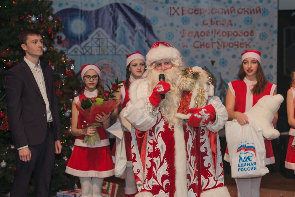 Снегурочка получает больше Деда Мороза